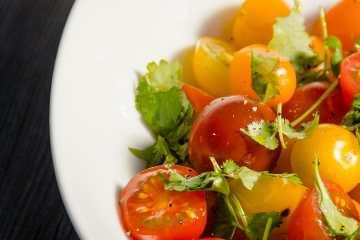 ensalada de tomate cherry