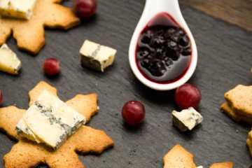galleta de jengibre con queso azul