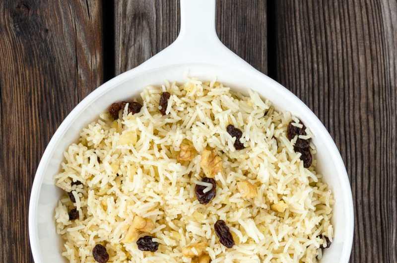 Receta de arroz basmati fácil y rápida con pasas y nueces