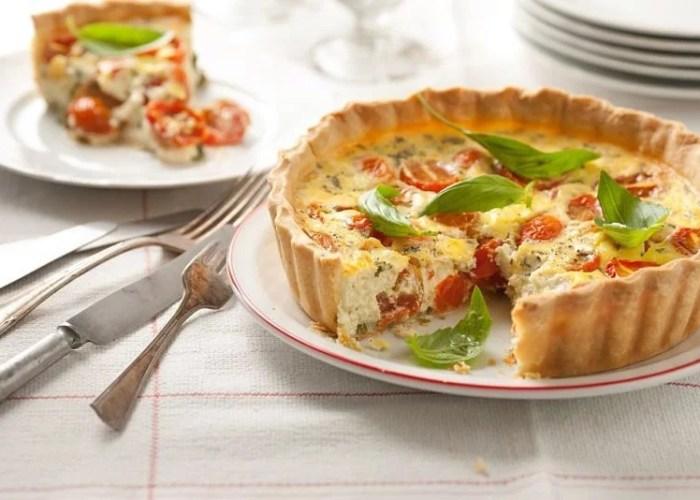 tarta de queso al horno con jamon tomate y albahaca