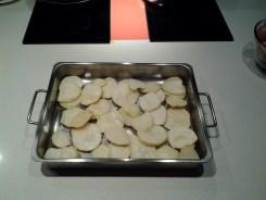 pulpo a feira al horno - ponemos las patatas fritas en un recipiente