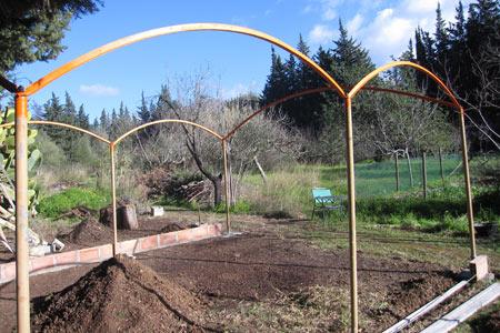 El invernadero familiar con pilares metálicos
