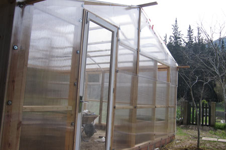 Puerta del invernadero reciclada