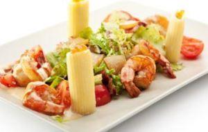 Ensalada de Gambas, Salmón y Lechuga: receta saludable