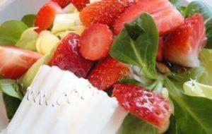 Ensalada de Brotes frescos, Fresas y Almendras