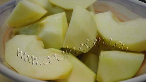 tarta de manzana sin azúcar y sin grasas: corta las manzanas
