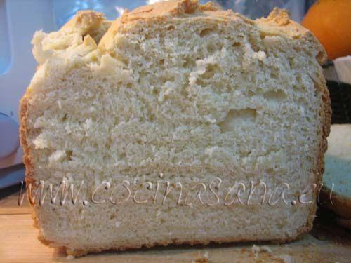 sale un pan muy suave y con un olor muy bueno