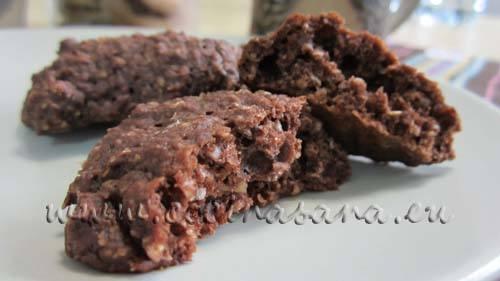 Y dime, ¿qué te parece esta versión al cacao?, son muy similares a las galletas de avena pero estas incluyen cacao lo que las vuelve el doble de deliciosas.