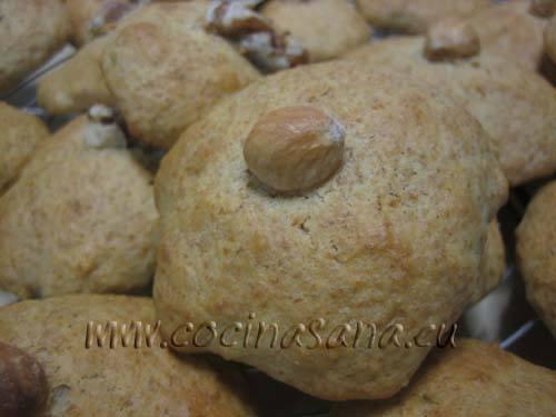 Hornea a 180ºC durante unos 15-20 minutos en horno precalentado hasta que la galletas hayan tomado un color ligeramente dorado.