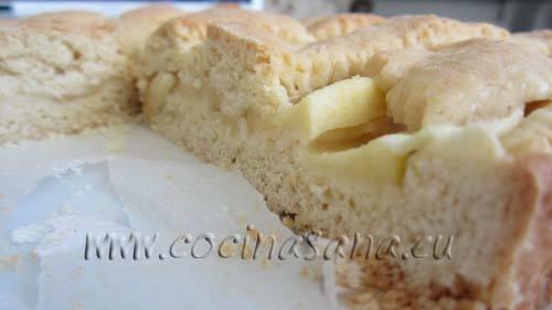 Hornea la crostata a 180ºC durante 25-30 minutos hasta que la pasta esté cocida, debe tener un ligero color dorado y una consistencia firme.