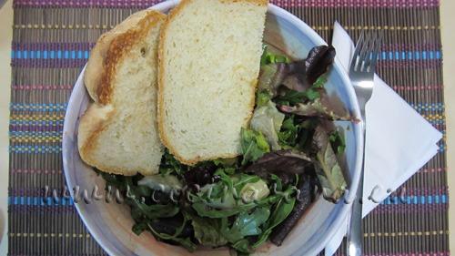 Pan de yogur con ensalada: matrimonio perfecto!
