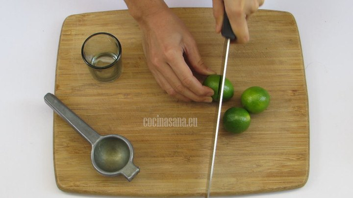 Obtener el Jugo de los Limones y  reservar para añadir a la preparación