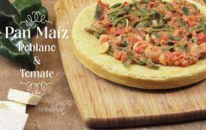Pan de Maíz con Salsa de Tomate y Chile Poblano [Receta con Vídeo]