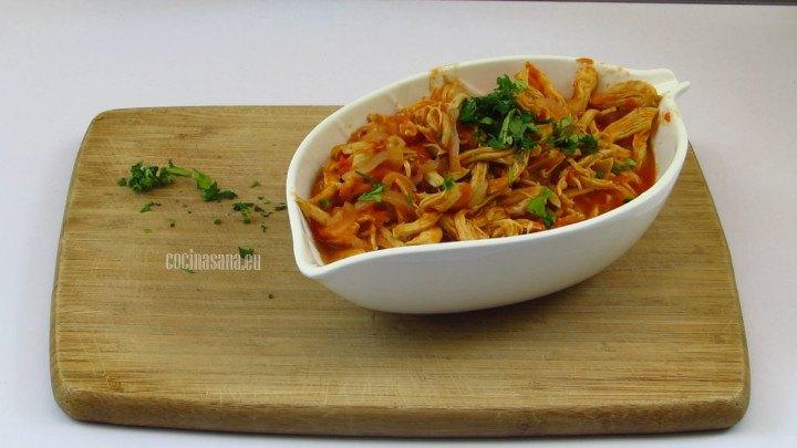Servir y agregar el cilantro picado finamente para aromatizar y dar sabor a la preparación