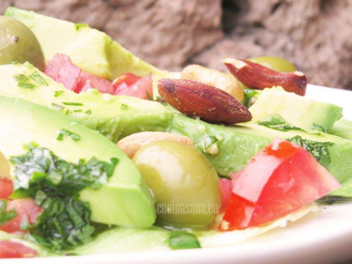 Ensaladas de aguacate con frutos secos