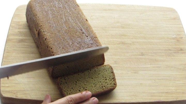 Rebanar el panqué se puede glasear o espolvorear con azúcar glass