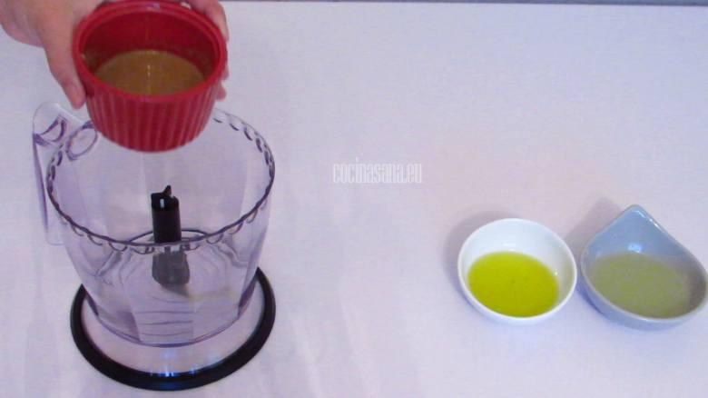 Procesar o licuar los ingredientes para elaborar el hummus