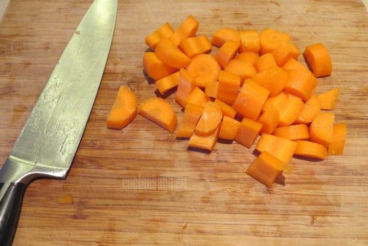 Cortar la Zanahoria en trozos pequeños