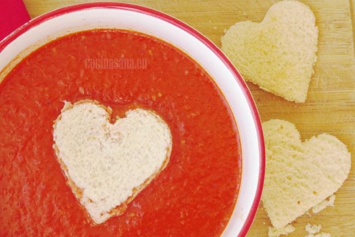 Sopa de tomate simple y perfecta para un día especial como el día de san valentín