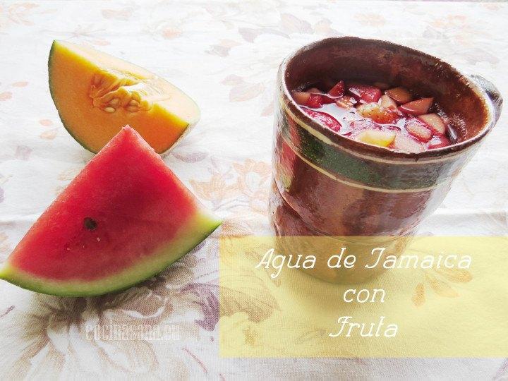 Agua de Jamaica y Fruta