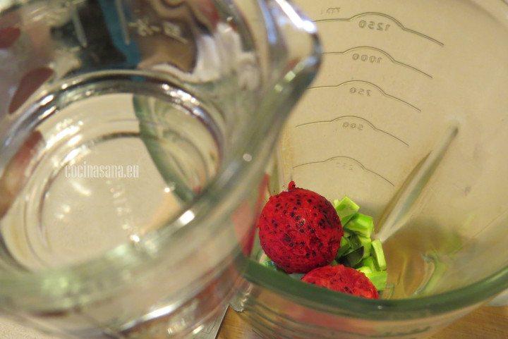 Agregar el Agua a la preparación