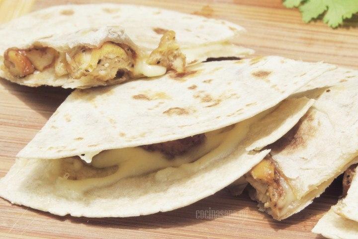 Quesadillas con Pollo y salsa bbq