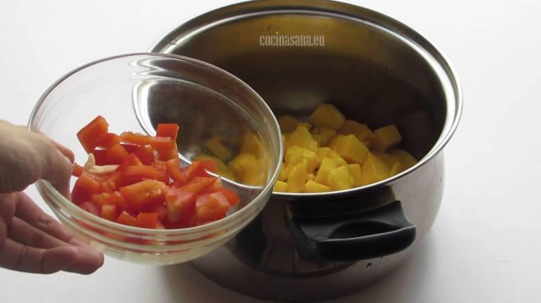 Combinar todos los Ingredientes en la olla o cacerola