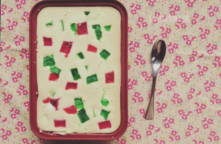 Gelatina de mosaico, se prepara con gelatina de leche y gelatina de agua de diferentes sabores