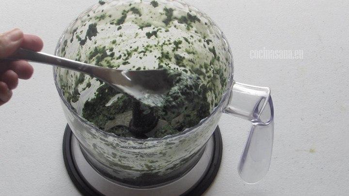 preparar la salsa con las espinacas y el jocoque