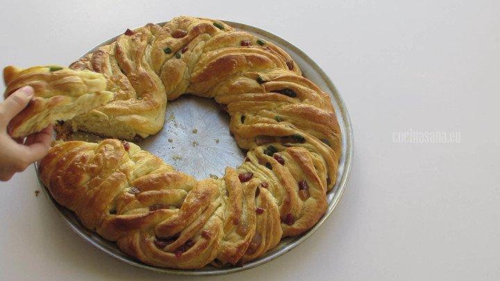 Rosca Horneada o rosca rellena de ate lista para servirse tiene que quedar ligeramente dorada