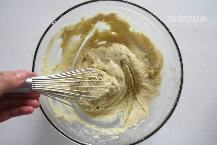 Elaborar la masa batiendo suavemente para que los muffins no queden muy duros