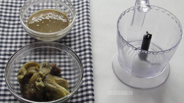 Licuar la Pasta Tahini con las berenjenas que asamos previamente.