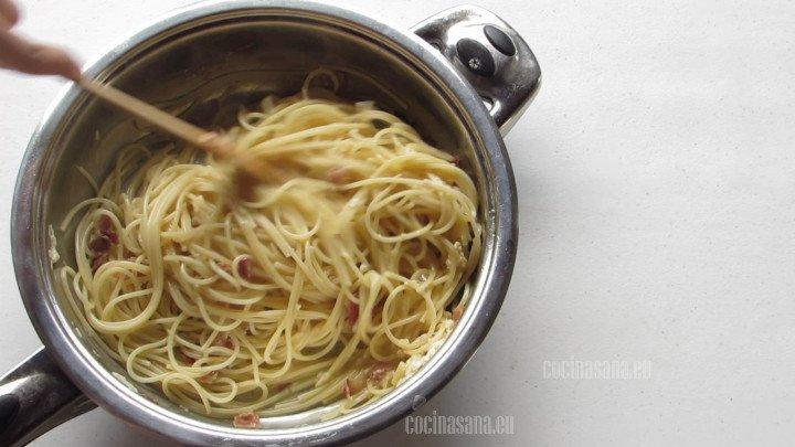 Combinar la Pasta con la salsa y recubrir perfectamente.