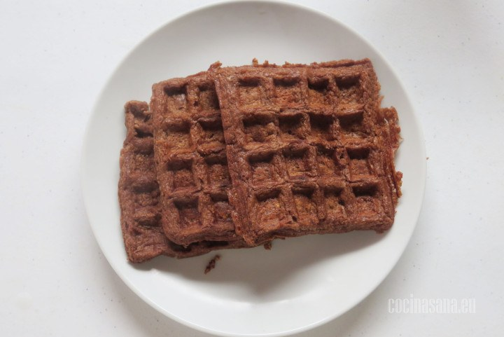 Añadir la Fruta a los waffles esta receta también la puedes preparar en forma de panquecas o hotcakes