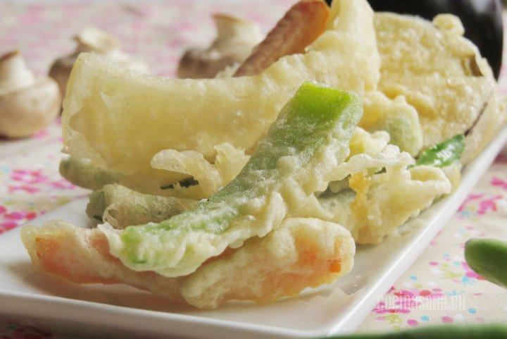 Tempura de Verduras o vegetales; verduras capeadas al estilo japones con una masa ligera y crocante.