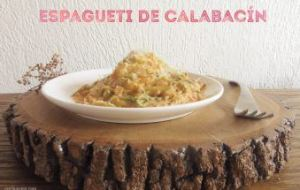 Espagueti de calabacín con salsa cremosa de tomate. Receta deliciosa y muy sana