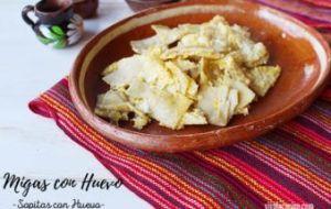 Migas con Huevo o Sopitas con Huevo: Desayuno Mexicano