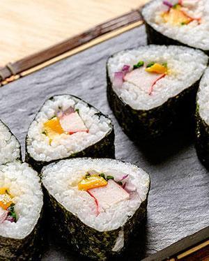 Receta de sushi de surimi y mango Receta fácil y saludable