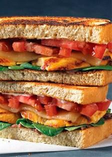 sándwich de pechuga asada