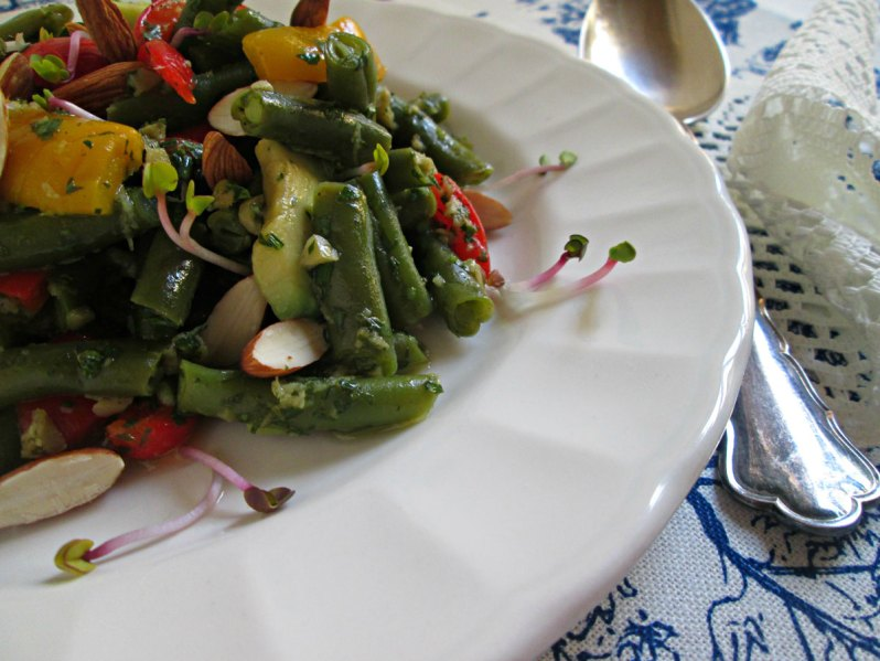Ensalada de chaucha y pimiento en vinagreta de olivas verdes