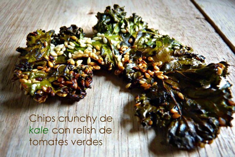 Chips crunchy de kale con relish de tomates verdes