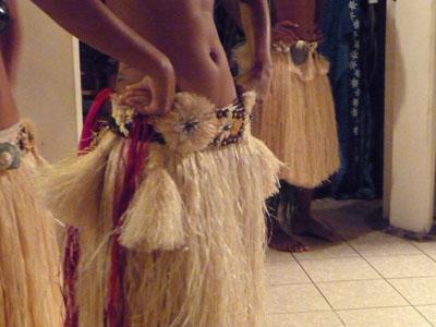Danseuse en more à Raiatea