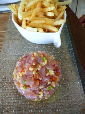 tartare de thon et frites © cocineraloca.fr