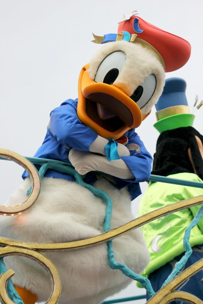 Cocktails in Teacups Disney Life Parenting Travel Blog Disneyland Paris Disney Magic on Parade Number One Duck