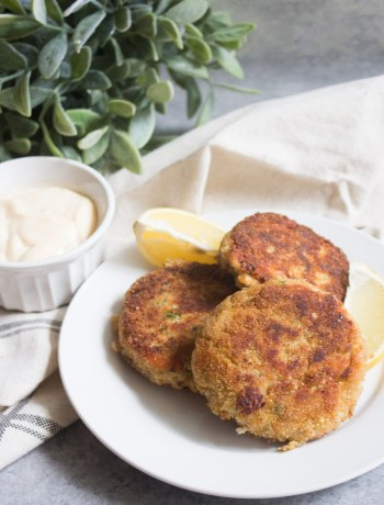 tuna cakes, lemon garlic aioli, tuna patties, tuna cakes recipe, tuna cake recipe, tuna, tuna recipe, aioli recipe