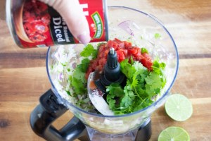 easy Restaurant style salsa, Restaurant style salsa, easy salsa, fire roasted tomatoes