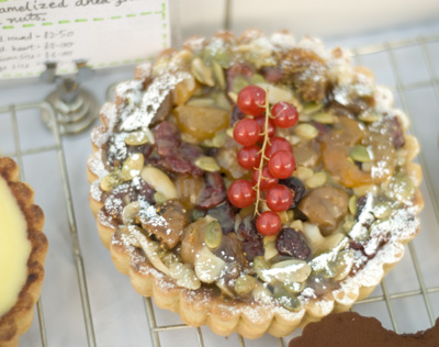Coco&Me - Winter fruit tart - caramelized dried fruit & nuts tart.