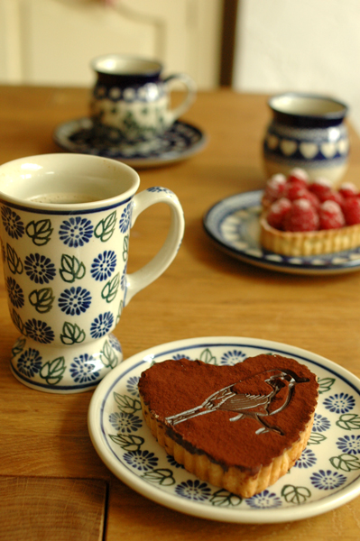 www.cocoandme.com - chocolate tart with bird pattern - Coco&Me