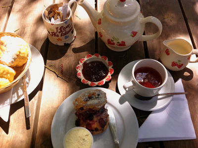 www.cocoandme.com - Coco&Me - Coco and Me - Isle of Wight - Chessell pottery barns cream tea scones - Tamami