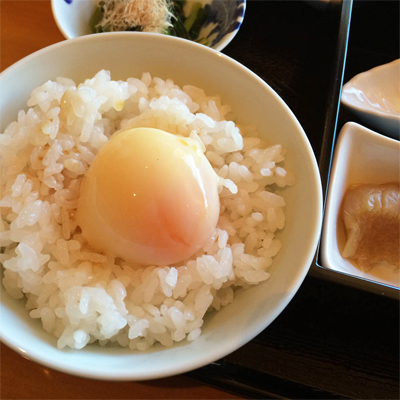 www.cocoandme.com - Coco&Me - Coco and Me - Japanese breakfast - Onsen tamago egg on rice - yuzu soy sauce